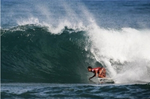 Michel Bourez memenangkan Reef Hawaiian Pro 2013