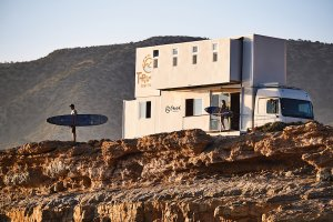 "WOW PORTUGAL PUNYA SURF ""TRUCK HOTEL""!!"