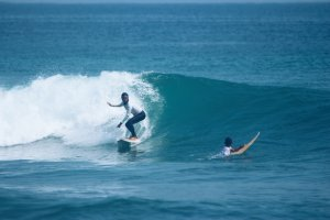 PROFIL OF THE WEEK - Surfer BERHIJAB Syintia Rivada DARI KRUI, SUMATRA