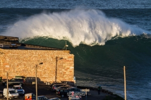 """Giant wave"" Nazare"