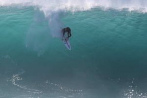 FRORENCE BROTHERS NIKMATI SESI SURFING EPIK PIPELINE