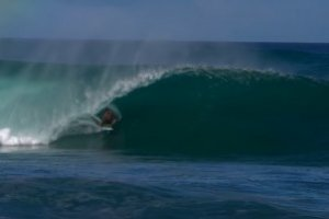 SWELL EPIC MUSIM DINGIN DI PIPELINE